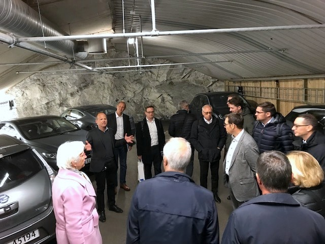 A group of 18 municipal and industry representatives was presented the brand new climate budget of the city of Oslo on the 25th of September. They also got a presentation of Oslo´s policies and actions within electromobility, and a guided tour to the world´s first charging garage for EVs at Akershus Fortress.